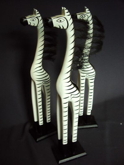 Dekoratīvas koka zebras (DZ10)  Decorative wooden zebras for rent Декоративные деревянные зебры