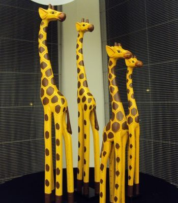 Dekoratīvas koka žirafes (DZ09) Decorative wooden giraffes for rent Декоративные деревянные жирафы
