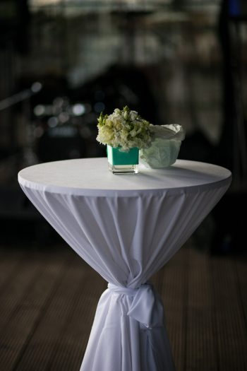 Stāvgalds ar galdautu Коктейльный стол со скатертью standing table with tablecloth