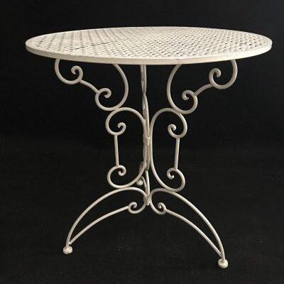 Balts galdiņš Белый стол White table galda noma, galdiņu īre, iznomā galdus