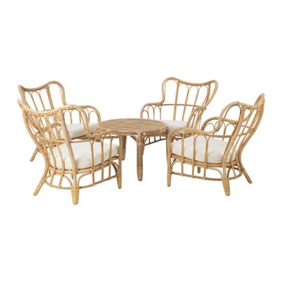 Koka krēsli un galdiņš Wooden chairs and a table Деревянные стулья и столик