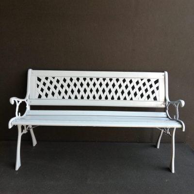 Pelēks soliņš Gray bench Серая скамейка noma, īre