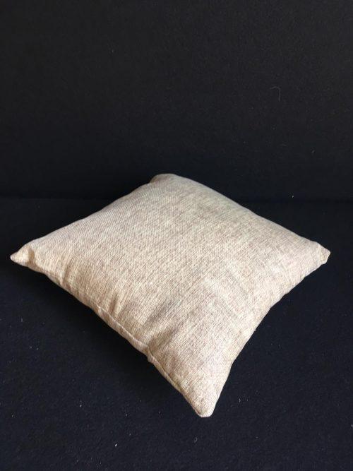 Bēšs dekoratīvs spilvens Бежевая декоративная подушка Beige decorative pillow