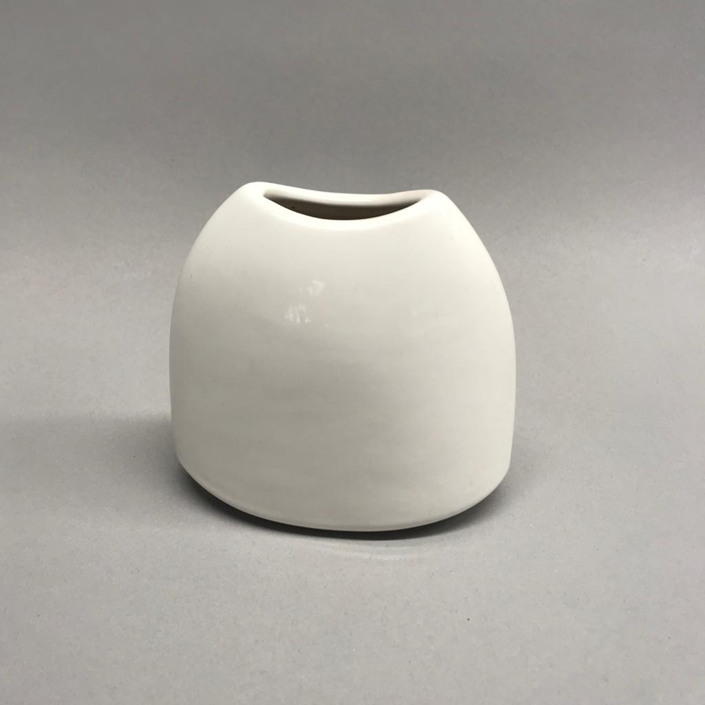 Balta vāzīte Белая ваза White vase