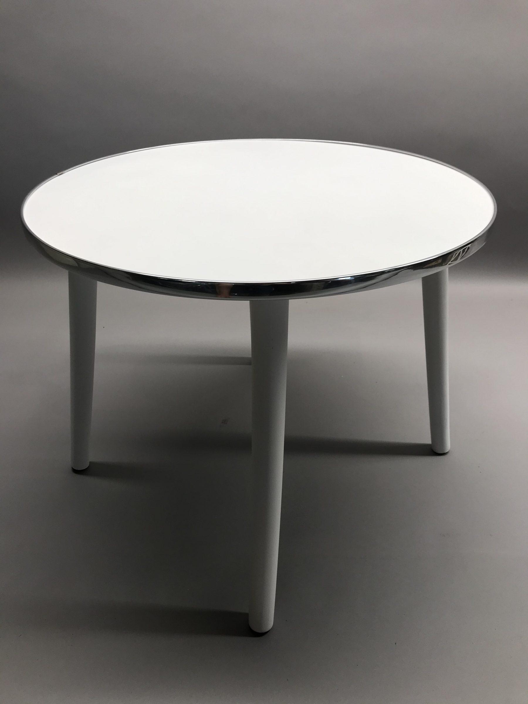 Balts galdiņš