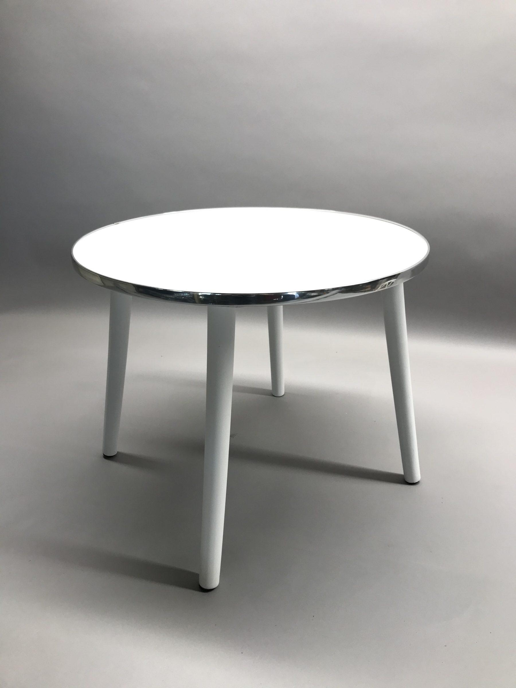 Balts galdiņš White table Белый стол